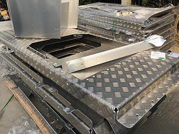 工程车辆铝合金盖板